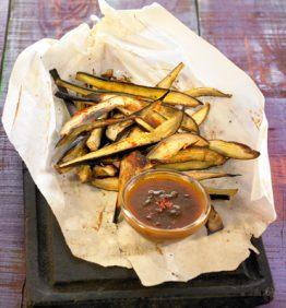 Chips-picantes-de-berenjena-con-chutney_370x450