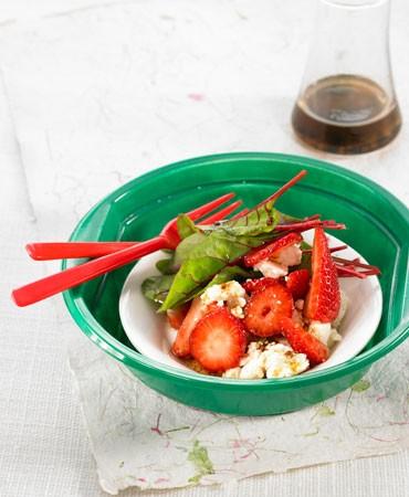 recetas-acelga-roja-queso-feta-y-fresas