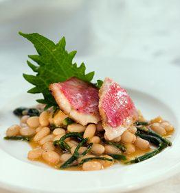 recetas-alubias-navy-con-salmonetes-y-salicornia