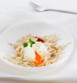 recetas-angulas-con-huevo-escalfado-a-baja-temperatura