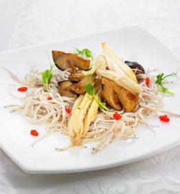 recetas-angulas-salteadas-con-setas-y-espardenyas