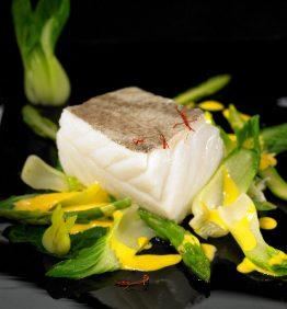 recetas-bacalao-confitado-con-salteado-de-pak-choi-y-esparragos