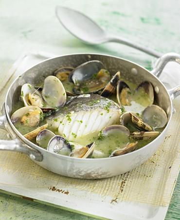recetas-bacalao-en-salsa-verde-con-almejas