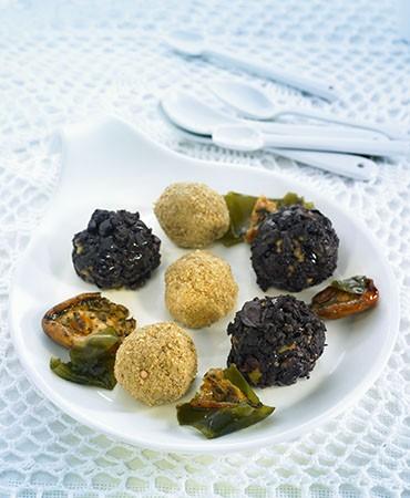 recetas-bolitas-de-coliflor-de-sesamo-y-aceitunas-negras