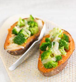 recetas-boniato-asado-con-brocoli-al-vapor-y-queso-cheddar