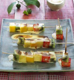 recetas-brocheta-de-fruta-en-cubos-y-su-sabayon
