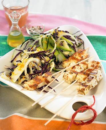 recetas–brochetas-de-halloumi-con-ensalada-crujiente