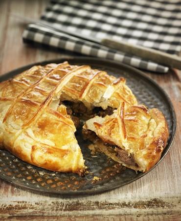 recetas-buey-bourguignon-servido-dentro-de-una-tarta-hojaldrada