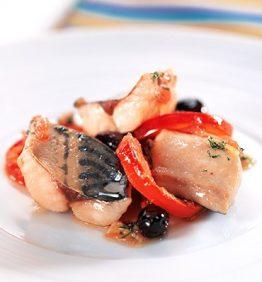 recetas-caballa-al-horno-con-tomates-y-aceitunas