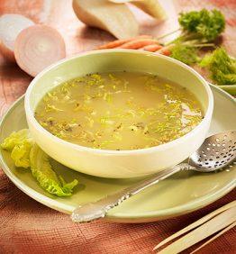 recetas-caldo-con-ensalada