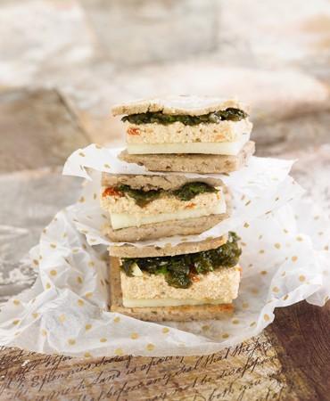 recetas-canapes-de-pan-oshawa-con-pate-de-tofu-y-pesto-de-algas