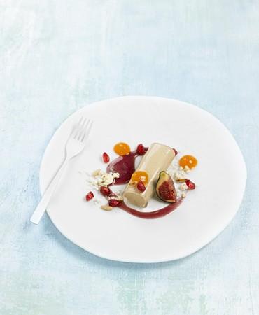 recetas-canelon-de-foie-gras-con-caqui-granada-y-salsa-especiada