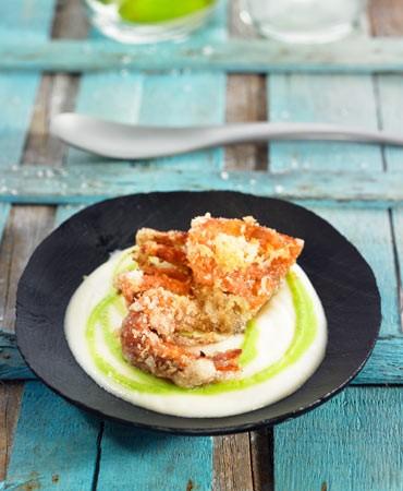 recetas-cangrejo-de-cascara-blanda-con-panko-sobre-crema-de-coliflor