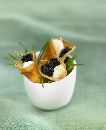 recetas-canutillos-de-patata-con-caviar-y-mayonesa