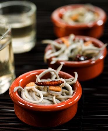 recetas-cazuela-de-angulas-con-guindilla
