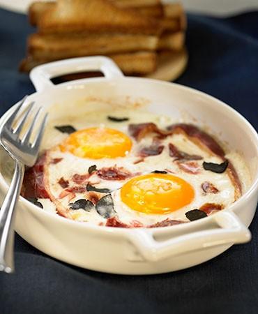 recetas-cazuela-de-huevos-trufa-y-jamon