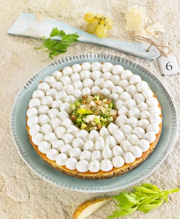 recetas-cheesecake-de-gorgonzola-con-ensaladita-de-apio-fruta-y-parmesano