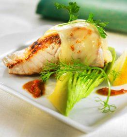 recetas-cherne-gratinado-con-aguacate-y-queso-majorero-sobre-salsa-de-erizo-de-mar