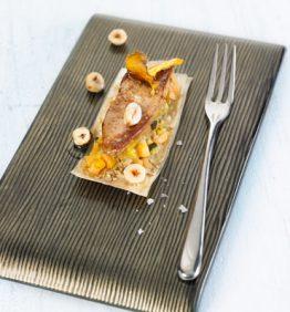 recetas-coca-crujiente-de-foie-con-verduritas-sesamo-y-caramelo-de-pedro-jimenez