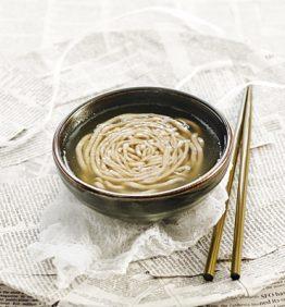 recetas-consome-de-pollo-y-noodle-de-alforfon