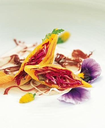 recetas-consome-electrico-con-ravioli-de-orquideas