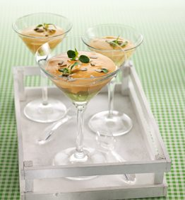recetas-copa-con-anemonas-tomate-y-aguacate