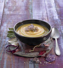 recetas-crema-de-boniato-con-chips-de-patata-violeta-y-aceite-de-albahaca