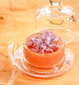 recetas-crema-de-tomate-con-flores-de-cebollino