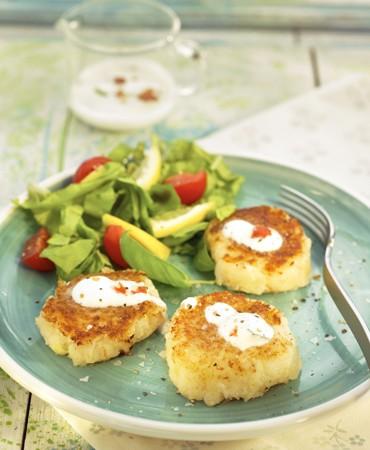 recetas-croquetas-de-gamba-y-patatas-con-crema-de-yogur-y-chiles