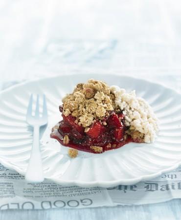 recetas-crumble-de-manzana-y-frutos-rojos-con-mato-de-almendra
