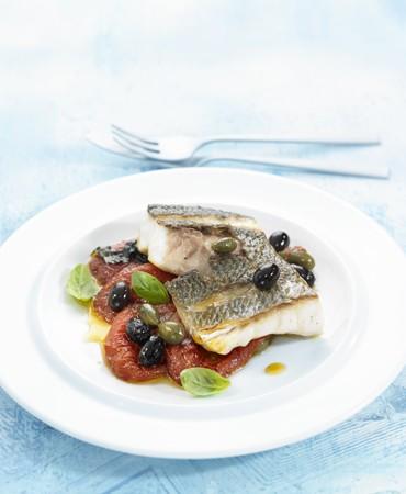 recetas-dorada-asada-con-tomate-albahaca-fresca-y-olivas