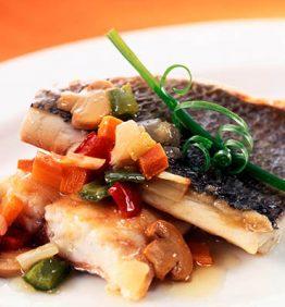recetas-dorada-con-menestra-de-verduras