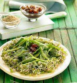 recetas-ensalada-de-espinacas-brotes-y-tomate-seco