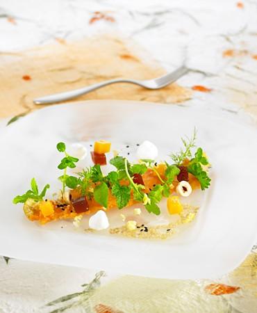 recetas-ensalada-de-hierbas-frescas-con-espuma-de-mato-y-vinagreta-de-miel