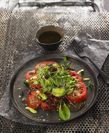 recetas-ensalada-de-hojas-con-mix-de-brotes-y-vinagreta-de-frutos-secos