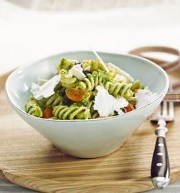 recetas-ensalada-de-pasta-con-pesto-de-albahaca