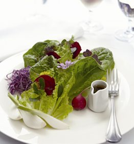 recetas-ensalada-estacional-de-crudites-ecologicas-y-flores-silvestres