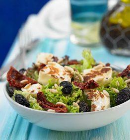 recetas-ensalada-halluomi-con-pinones-y-olives-de-kalamata