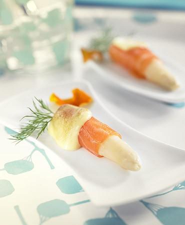 recetas-esparragos-blancos-tibios-con-salmon-y-mayonesa