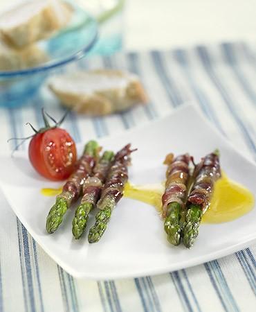 recetas-esparragos-verdes-asados-con-jamon-serrano-y-alioli-suave