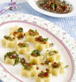 recetas-flores-de-polenta-con-salsa-criolla-y-cilantro