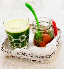 recetas-greener-de-espinaca-con-tomatitos-salteados-a-las-hierbas