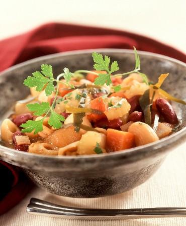 recetas-guisado-de-pasta-y-alubia-roja