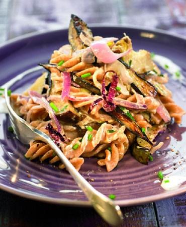 recetas-helices-de-espelta-salteados-con-berenjena-y-alcachofa