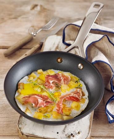 recetas-huevo-de-oca-estrellado-con-jamon-de-jabugo-y-patatitas