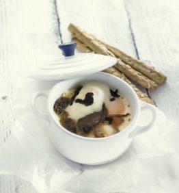 recetas-huevo-en-cocotte-con-setas-de-primavera-y-trufa-negra