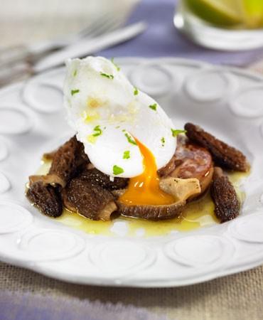 recetas-huevo-escalfado-con-foie-y-colmenillas
