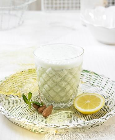 recetas-leche-de-almendras-al-limon-y-menta