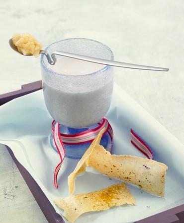 recetas-leche-de-apio-nabo-y-manzana-con-galleta-de-parmesano