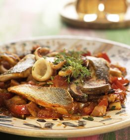 recetas-lubina-y-calamares-en-salsa-con-cilantro-y-perejil